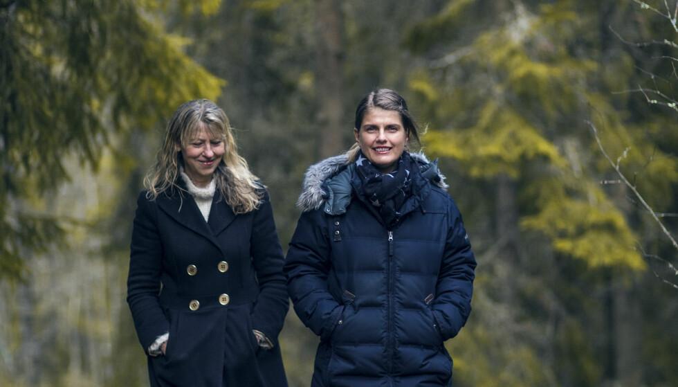 FOSTERHJEM: Åse (t.v.) har vært fostermor for datteren til Heidi. De to kvinnene har med årene utviklet et unikt vennskap - og et kurs for andre. FOTO: Astrid Waller