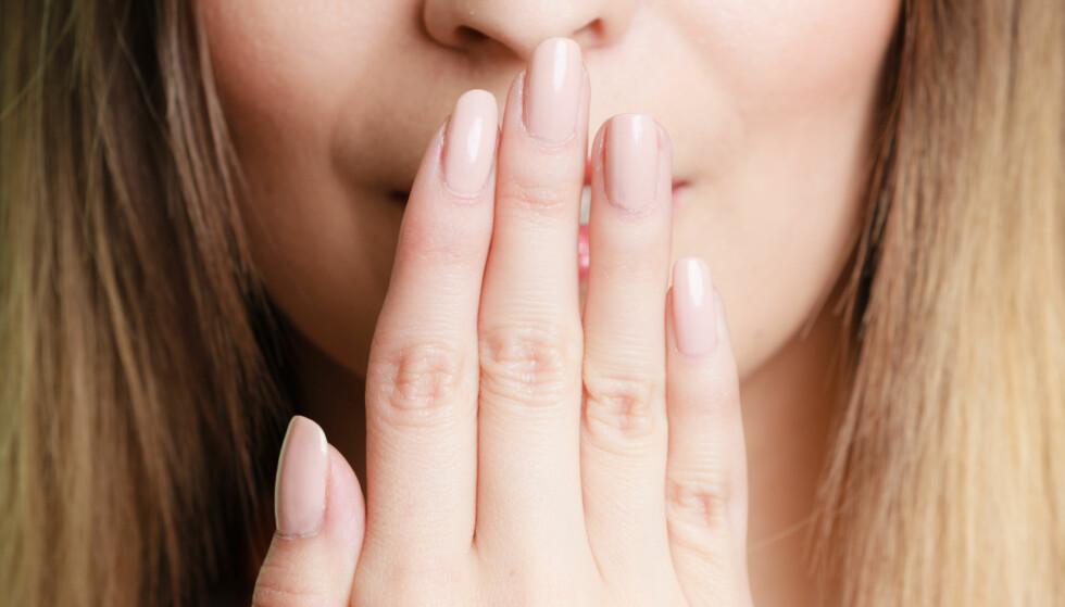 DÅRLIG ÅNDE: Det er flere ting du kan gjøre for å forhindre pust som lukter. FOTO: NTB Scanpix