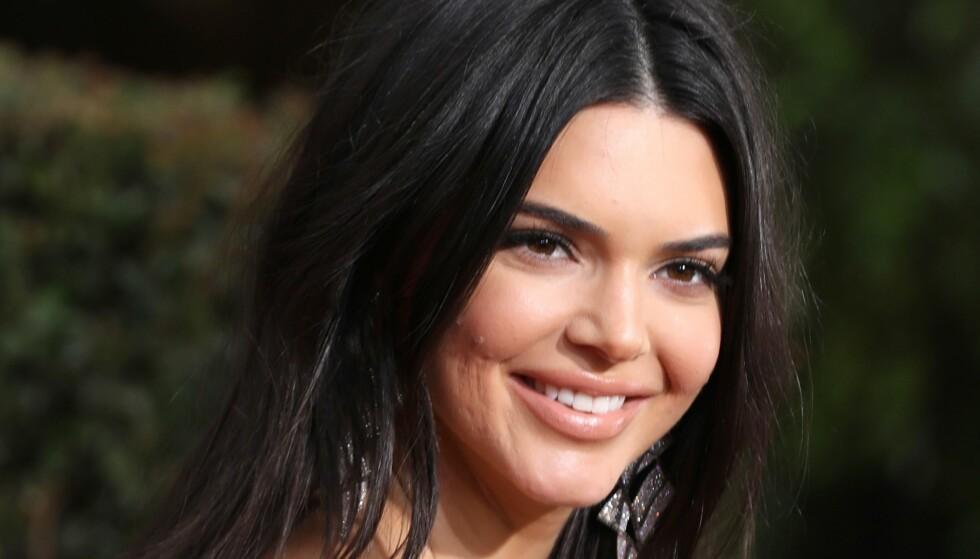 GOLDEN GLOBES: Kendall Jenner måtte tåle masse hat på Twitter på grunn av hennes akne. Foto: Scanpix