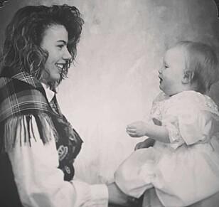 VELDIG UNG MAMMA: Vibeke valgte å ha datteren Lisabeth med seg på konfirmasjonsbildet. Foto: Privat