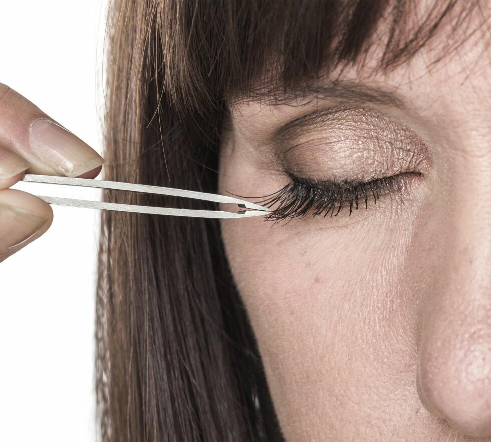 1. Sett på punktvipper i ulike lengder for å få et naturlig preg. Bruk de lange vippene ytterst, og kortere inn mot nesen.