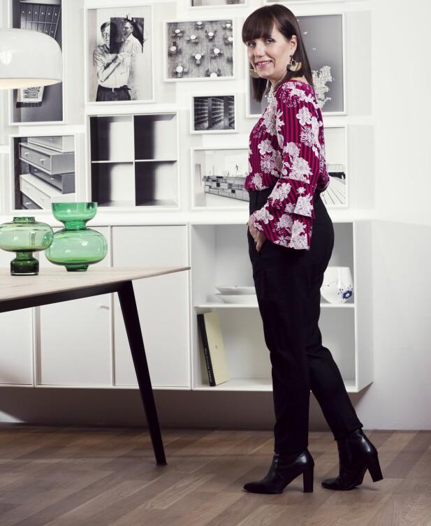TONJA HAR PÅ SEG: Bluse (kr 400) og bukse (kr 400, begge fra Kappahl), øredobber (kr 500, Day Birger et Mikkelsen) og ankelstøvletter (kr 1200, Bianco). FOTO: Astrid Waller