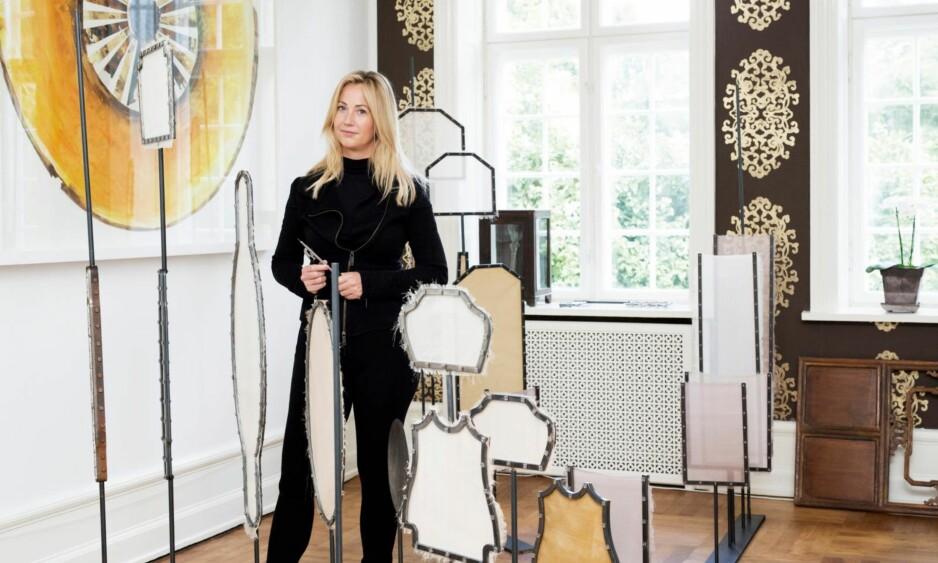 KUNST: Mille Kalsmose (42) er utdannet fra UAB i Barcelona i 2009, og har i dag base både i København og New York. Her samarbeider hun med hjerneforskere og de som utvikler ny teknologi for å få en større forståelse av mennesket. FOTO: Mathilde Schmidt