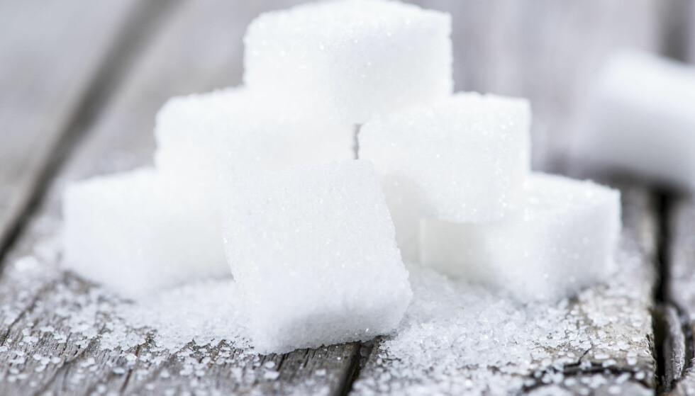 SUKKER: For en kvinne som spiser 2000 kalorier om dagen at maks 200 kalorier kommer fra sukker – hvilket tilsvarer rundt 50 gram sukker. FOTO: NTB Scanpix