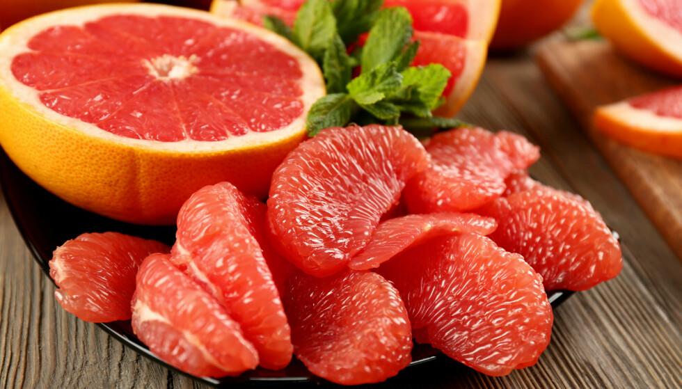<strong>GRAPEFRUKT:</strong> En halv grapefrukt gir deg halvparten av dagsbehovet ditt av C-vitamin. FOTO: NTB Scanpix