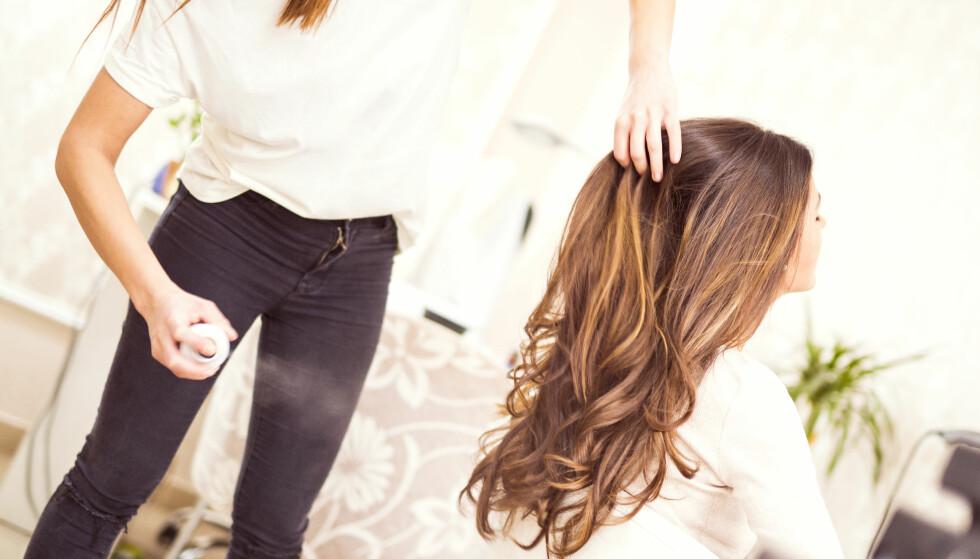 HÅR: Hvordan vet man om man kler langt eller kort hår best? Og hvilke hårprodukter burde «alle» ha på badet? Frisør Siri Myhre gir deg sine beste tips! Foto: NTB Scanpix.
