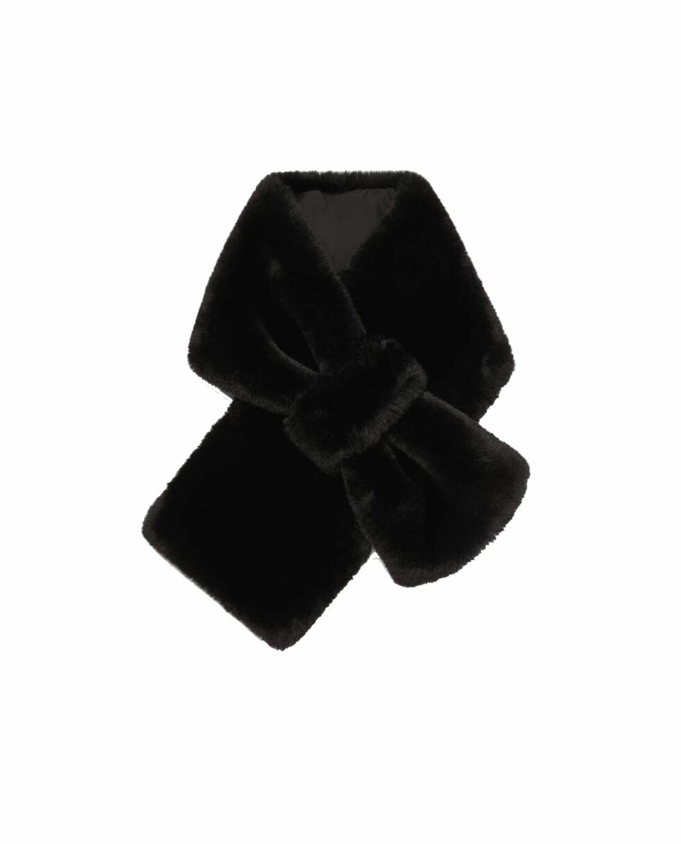 Skjerf fra Zara |349,-|https://www.zara.com/no/no/stola-i-kunstpels-p03739001.html?v1=5679576&v2=358026