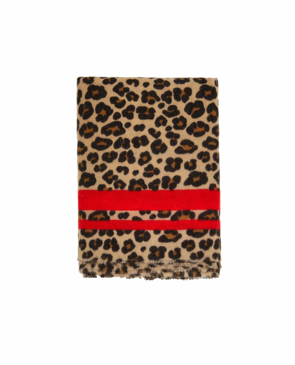 Skjerf fra Zara |229,-|https://www.zara.com/no/no/jacquardt%C3%B8rkle-med-dyrem%C3%B8nster-p04758001.html?v1=5699597&v2=358026