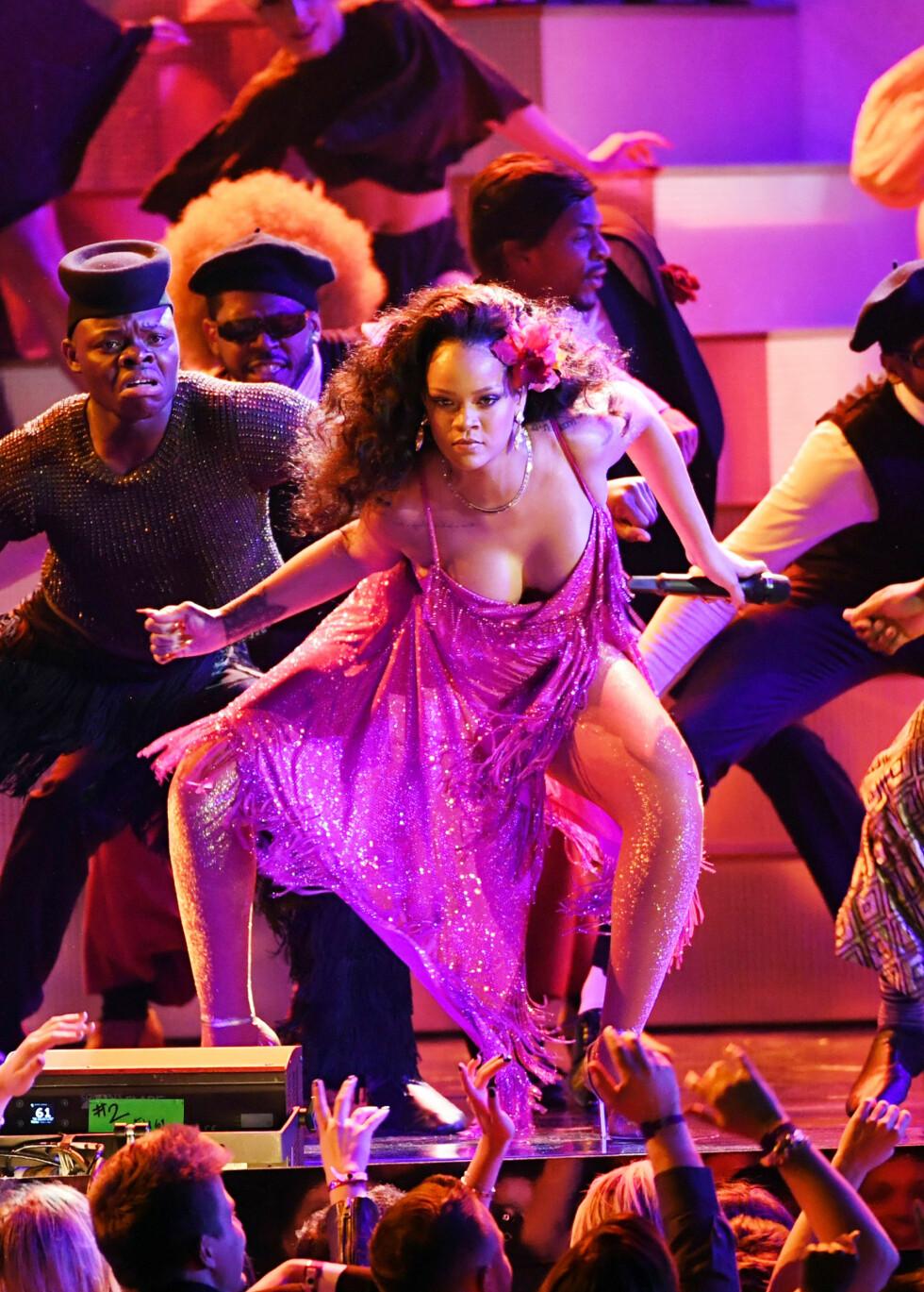 HOT: I 2008 sto Rihanna på scenen med låten Umbrella - nå 10 år senere ga hun fansen et forrykende show og viste at hun fremdeles har verdensstjernestatus. Foto. NTB Scanpix