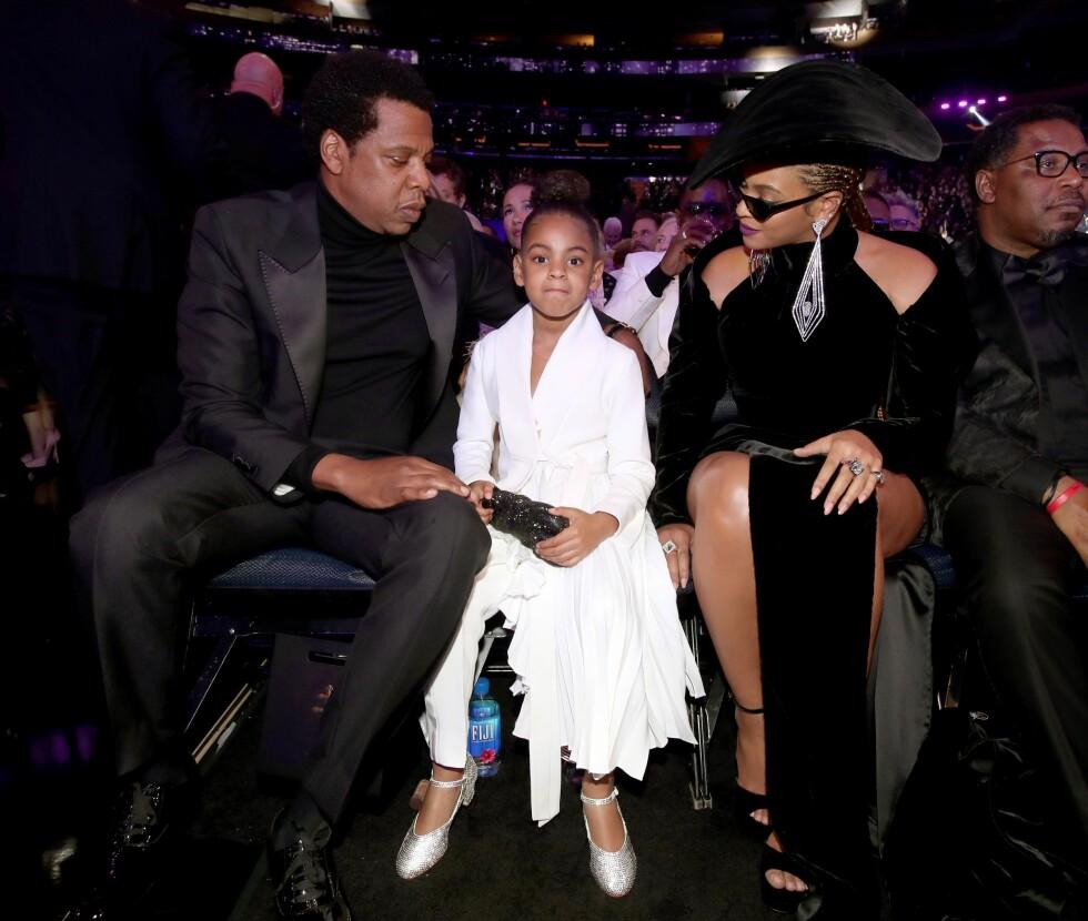 MEKTIG FAMILIE: Blue Ivy Carter kastet glans over Grammy-utdelingen med sine verdensberømte foreldre Jay Z og Beyoncé. Foto: NTB Scanpix