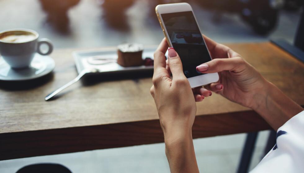 SLURVER: Gjennom smarttelefonene våre kommuniserer de aller fleste av oss skriftlig hver eneste dag, men mange er ikke nøye med rettskrivingen. FOTO: NTB Scanpix