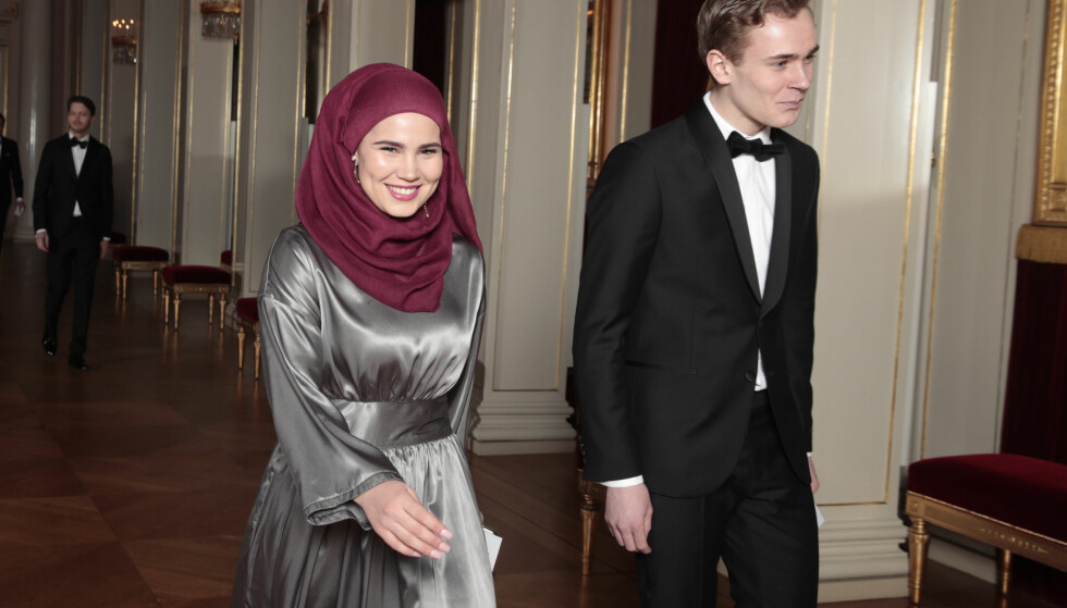 SKAM: Iman Meskini og Tarjei Sandvik Moe, som spilte Sana og Isak i Skam-serien, var blant gjestene som var invitert til slottsmiddagen i forbindelse med hertugbesøket. Foto: NTB Scanpix