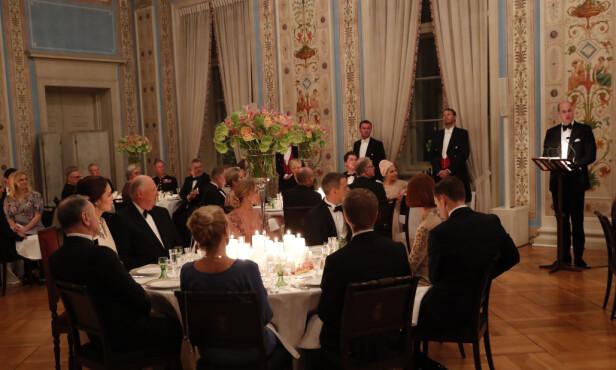 PRINS WILLIAM SNAKKET NORSK: Den britiske prinsen sjarmerte med norske fraser som skål, tusen takk og vi er veldig glade for å være her! Det satte gjestene stor pris på! Foto: NTB Scanpix