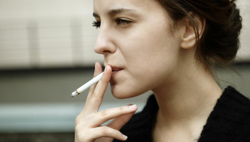 ØKER RISIKOEN: Røyk er ikke den eneste risikofaktoren for kols, men man regner med at rundt 80 prosent av de med kols har røyket. FOTO: NTB Scanpix