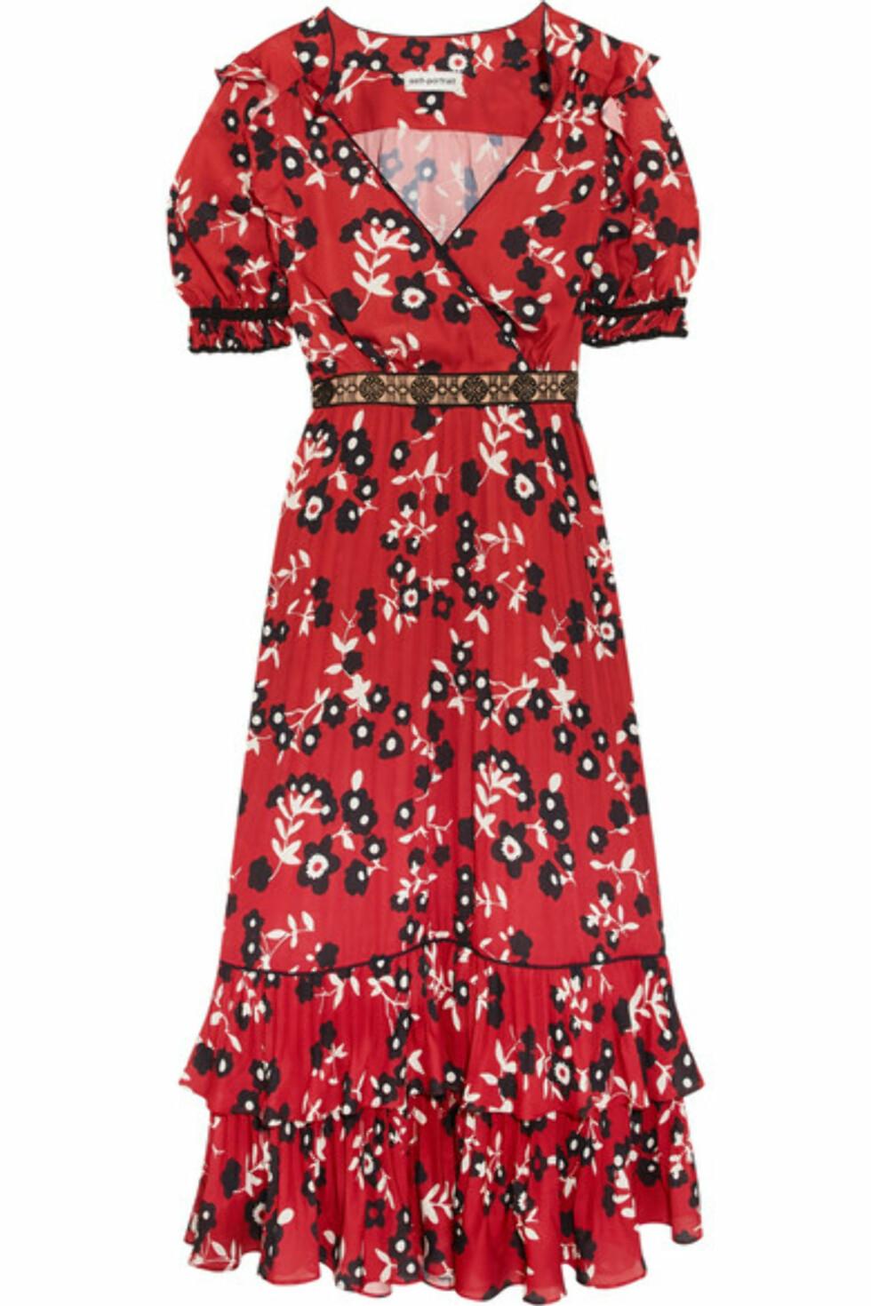 Kjole fra Self-Portrait |3654,-| https://www.net-a-porter.com/no/en/product/995675/self_portrait/guipure-lace-trimmed-floral-print-crepe-de-chine-dress