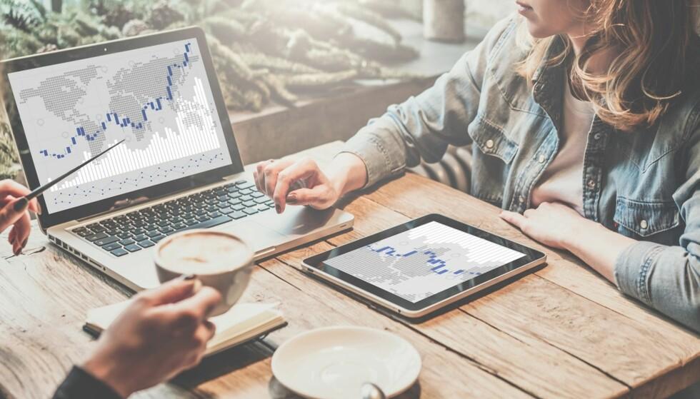 ALTERNATIVER: Det finnes flere måter å spare i aksjemarkedet på. Snakk gjerne med banken din for å finne ut hva som passer best for deg. FOTO: NTB Scanpix