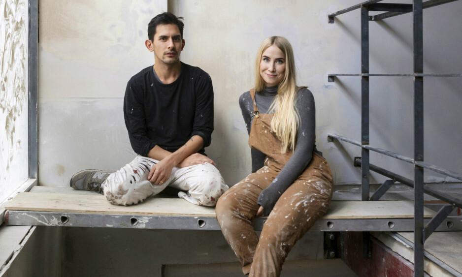 KARRIERE: Mariell Amélie Lind Hansen og samarbeidspartneren Antony i et av husene de pusser opp til kunstnerkollektiv i London. FOTO: MARIELL AMÉLIE