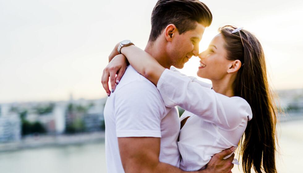 KJÆRLIGHET: Valentinsdagen er for mange en gylden mulighet til å vise den man elsker litt ekstra kjærlighet - enten om det er en kjæreste, en venn/venninne eller et familiemedlem. Foto: NTB Scanpix.