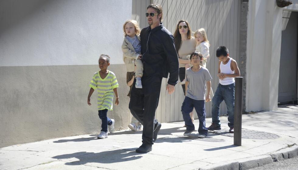 FRA TO TIL ÅTTE: På få år utvidet Brad Pitt og Angelina Jolie familien med seks barn. Dette bildet er fra 2011. Foto: NTB Scanpix