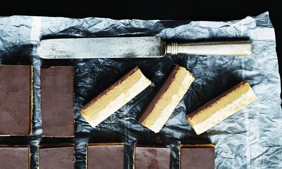 <strong>KARAMELLSNITTER MED SJOKOLADE:</strong> Porsjonen gir 12 store karamellsnitter, så hvis dere er mange søtmonser, kan du skjære dem i mindre stykker. FOTO: Betina Hastoft