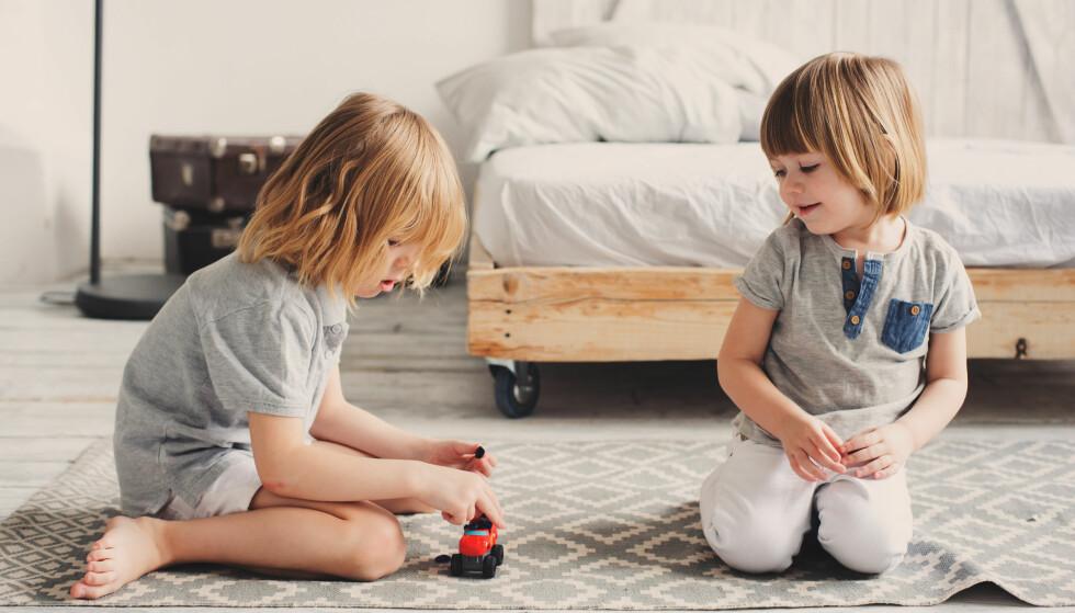 <strong>LÆRERIKT:</strong> Konflikter mellom barn kan være lærerike, og etter hvert vil de fleste søsken lære seg å dele, inngå kompromisser og samarbeide. FOTO: NTB Scanpix