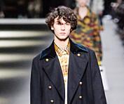 Få dager etter prins Henriks død gikk barnebarnet prins Nikolai (18) på catwalken under London Fashion Week