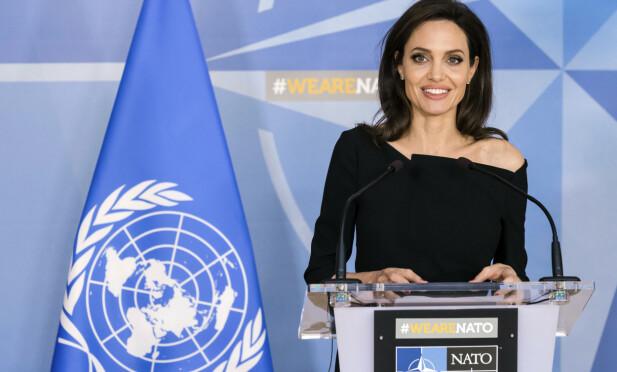 HUMANITÆRT ARBEID: Angelina Jolie møter pressen etter å ha besøkt NATOs hovedkontor i Brussel. FOTO: NTB Scanpix
