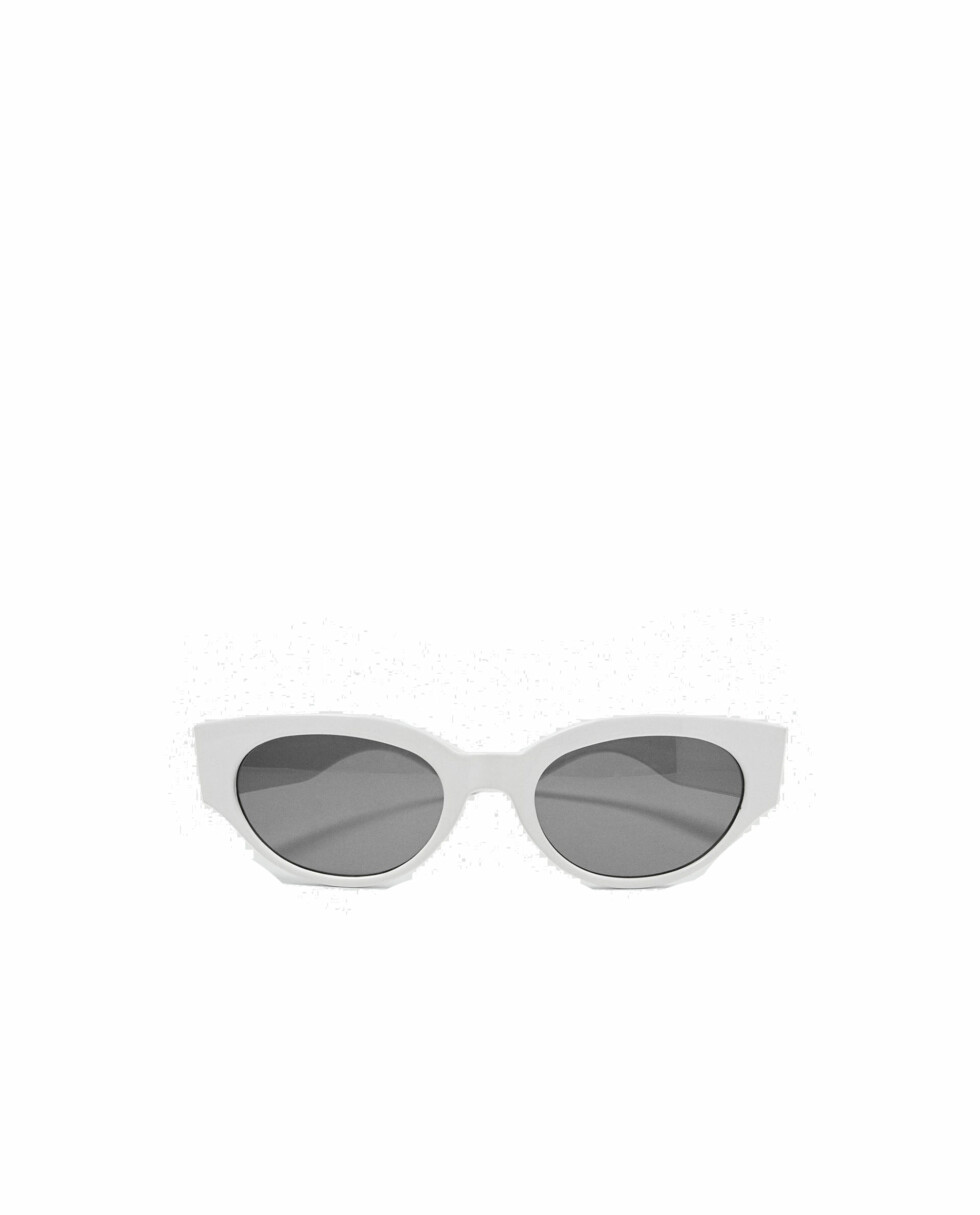 Solbriller fra Zara  199,-  https://www.zara.com/no/no/retrofuturistiske-briller-p01903003.html?v1=5806568&v2=805004
