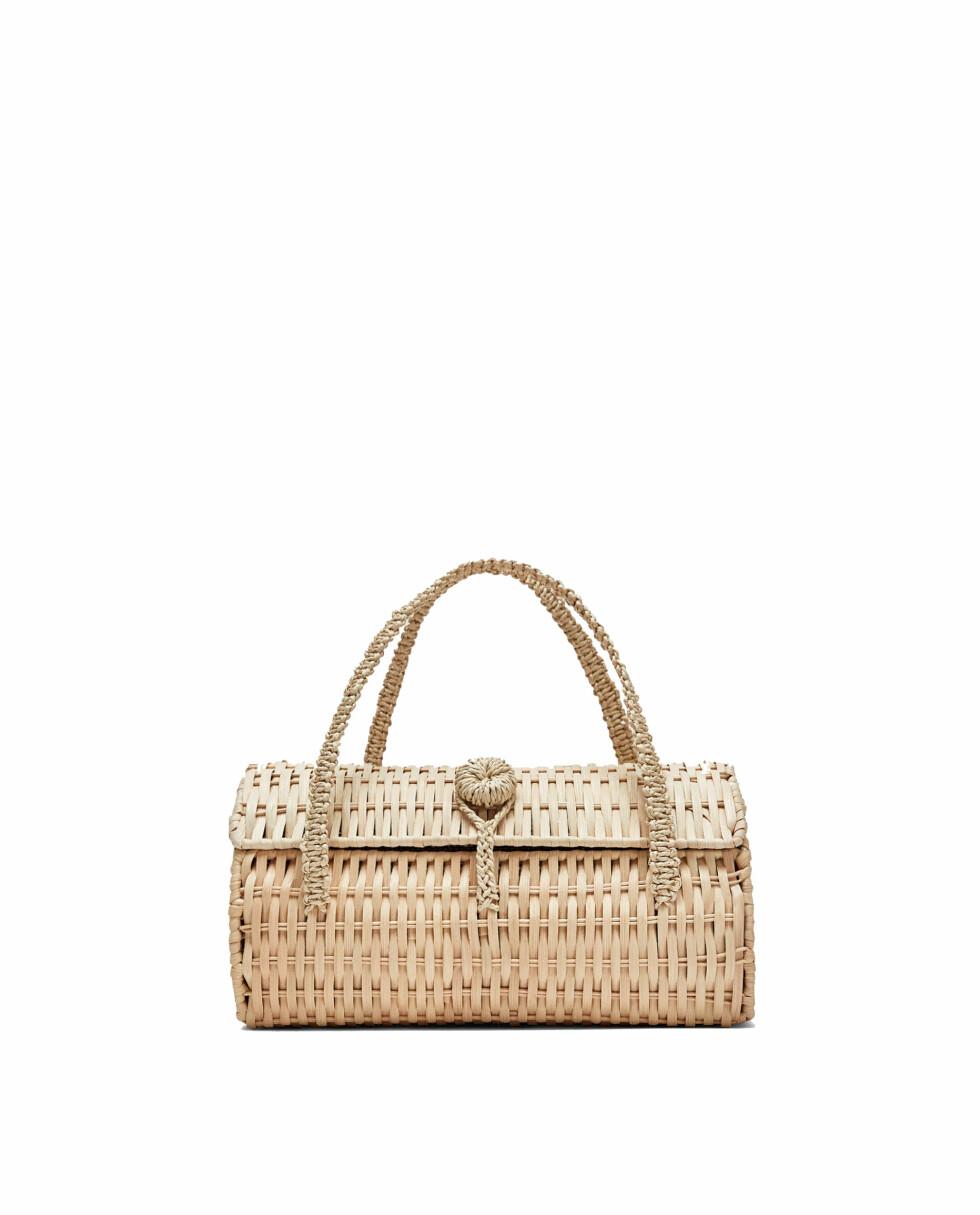 Veske fra Zara  299,-  https://www.zara.com/no/no/boksveske-i-vidjekvist-p12342304.html?v1=5321721&v2=805003