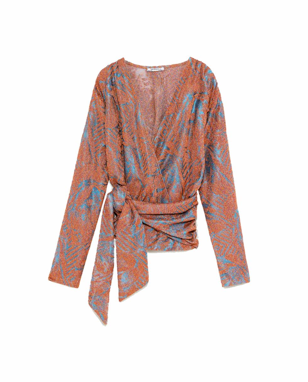 Topp fra Zara  299,-  https://www.zara.com/no/no/topp-med-glans-og-belte-p08675073.html?v1=5861512&v2=805004