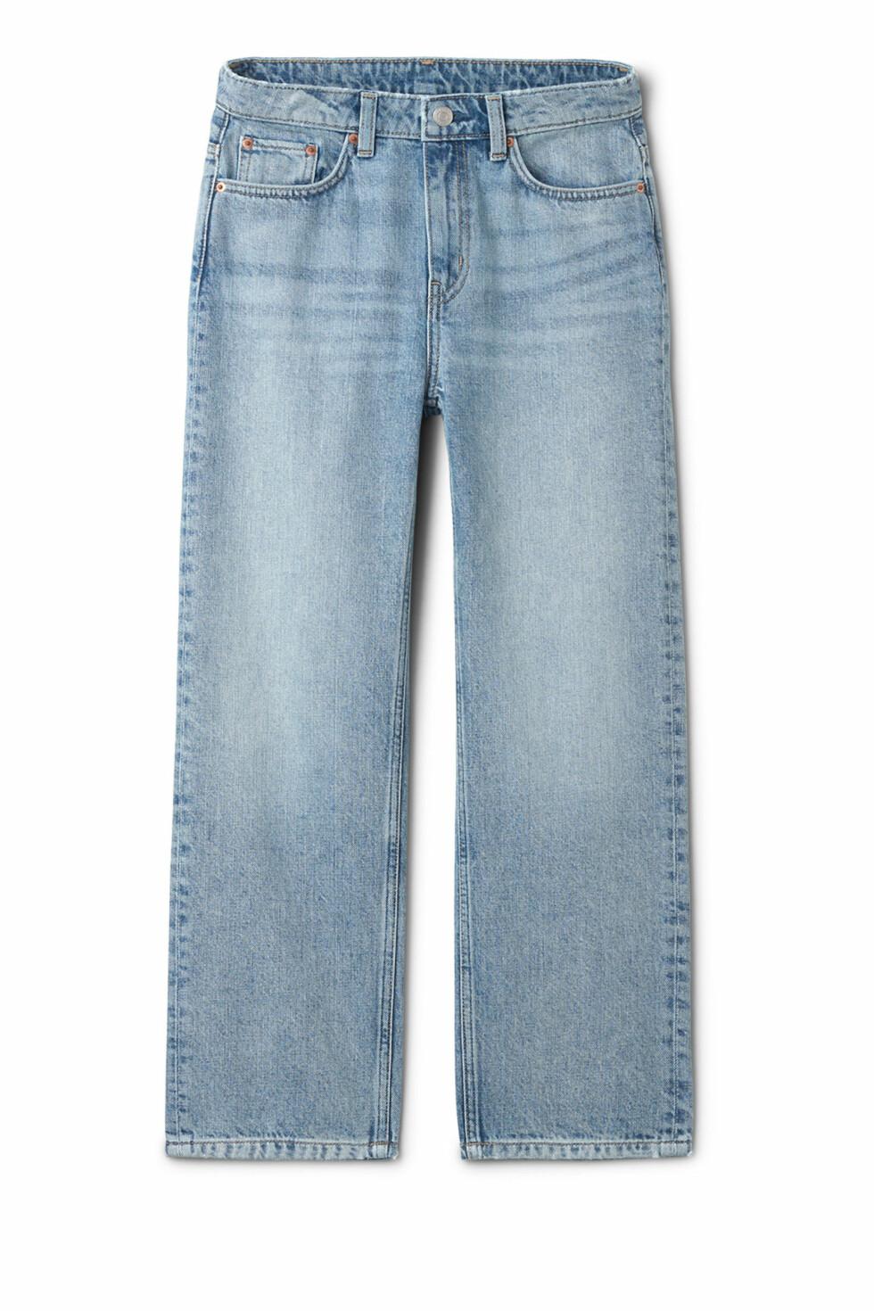 Jeans fra Weekday  500,-  https://www.weekday.com/en_sek/women/categories/jeans/product.voyage-wow-blue-jeans-blue.0444045001.html