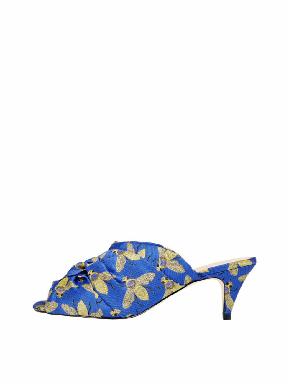 Sko fra Bianco  550,-  https://www.bianco.com/no/no/bi/damesko/sandaler/sandaler-med-hael/kitten-heel-mules-93549721.html?cgid=bi-women-heeled-sandals&dwvar_colorPattern=93549721_Blue