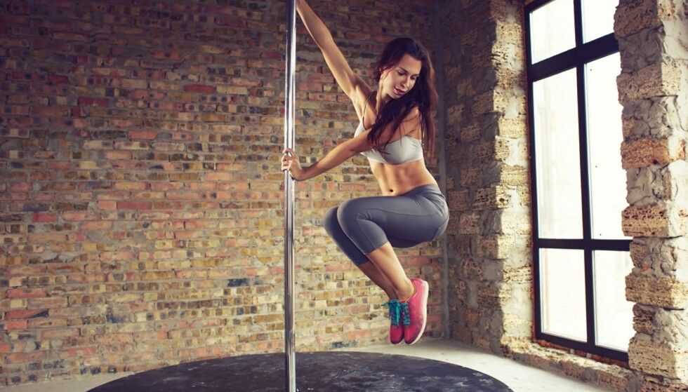 POLE DANCING: Treningsformen gjør at du bli mer fleksibel. FOTO: NTB Scanpix