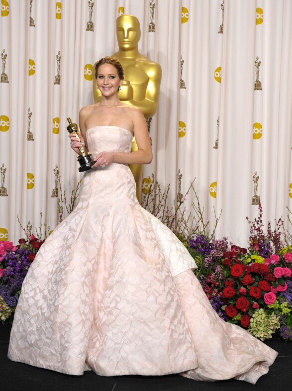 2013: Oscar-utdelingen er virkelig en anledning hvor man kan kjøre litt ekstra på, noe Jennifer Lawrence gjorde med denne ballkjolen i 2013. Foto: Scanpix