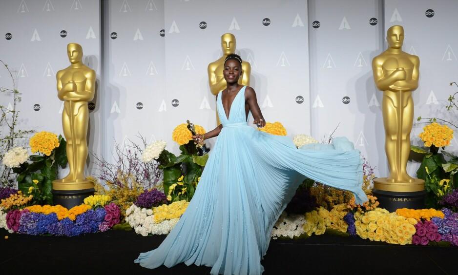 FRA 2014: Lupita Nyong'o strålte i denne blå kreasjonen. Foto: Scanpix