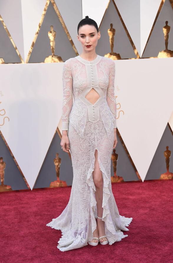 2017: Denne Givenchy-looken til Rooney Mara passer henne utmerket! Foto: Scanpix