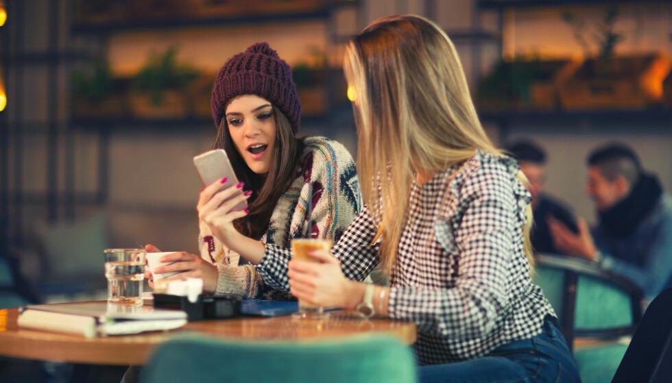MOBILBRUK: - I dag bruker vi i gjennomsnitt 132 minutter om dagen på å kikke på telefonen, fordelt på 180–200 tilfeller. FOTO: NTB scanpix