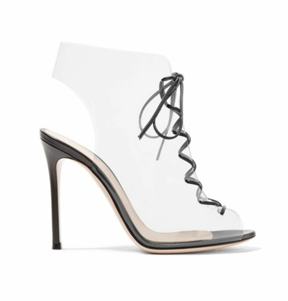 Sko fra Gianvito Rossi |6060,-| https://www.net-a-porter.com/no/en/product/992564/Gianvito_Rossi/helmut-plexi-100-lace-up-pvc-and-leather-ankle-boots-