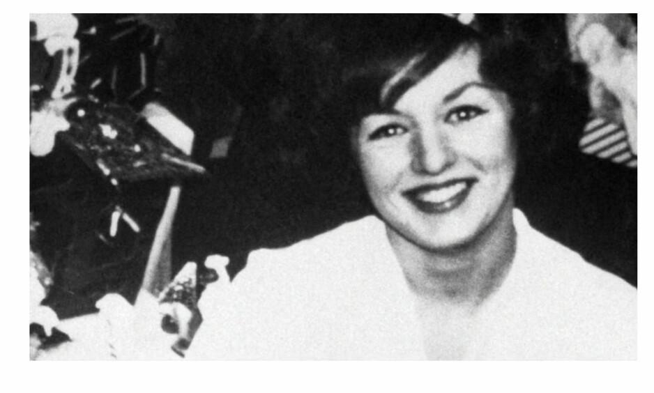 <strong>TRUE CRIME:</strong> Den amerikanske tobarnsmoren Alice Crimmins våknet en dag og oppdaget at de to barna hennes var forsvunnet fra leiligheten. De ble siden funnet drept og hun ble mistenkt for drapene. Foto: Skjermdump fra Dplay
