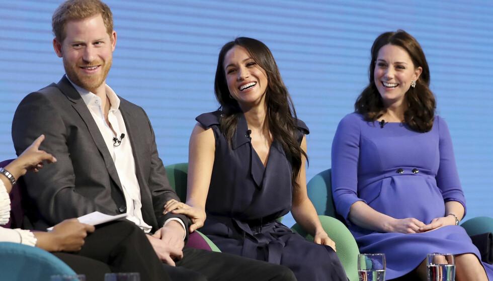 STOLT: Under paneldebatten fortalte prins Harry hvor stolt han er av sin kommende kone. De to gifter seg i Windsor Castle 18. mai i år. Foto: NTB Scanpix