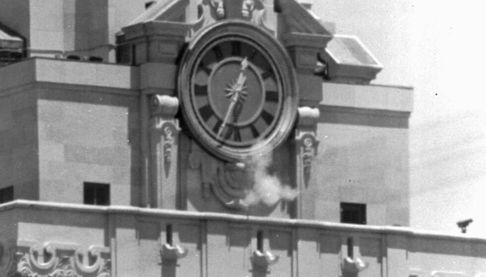 SKUDD: Fra tårnet på Universitetet i Austin, Texas, sto skarpskytteren og skjøt på uskyldige mennesker. Dette bildet er tatt under skytingen. Foto: NTB Scanpix