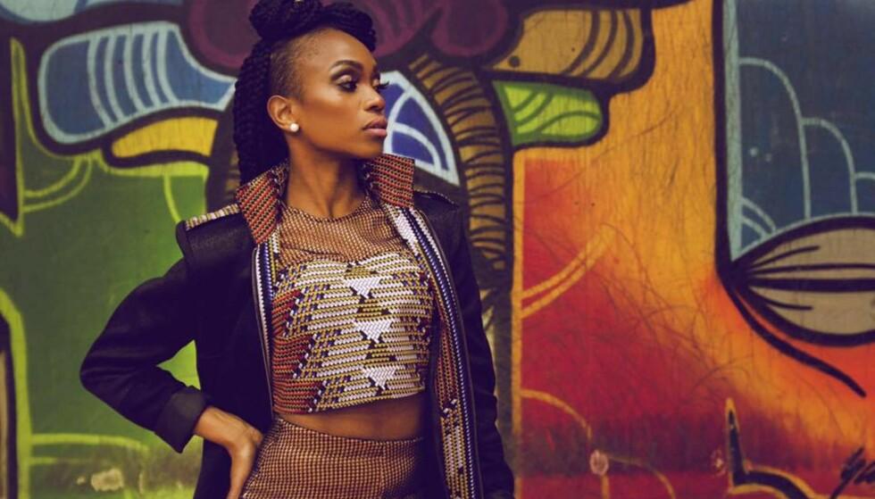 STELLA MWANGI: Stellas stil gjenspeiler hennes afrikanske røtter, som også er noe hun dyrker i sitt eget klesmerke VAA KI AFRIKA, hvor hun blander det skandinaviske rene med det frodige fra Afrika. FOTO: Cherie Angela Mwangi