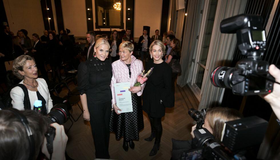 <strong>Kronprinsesse Mette-Marit:</strong> Kronprinsessen var på plass i New York for å dele ut Innovasjon Norges årlige Female Entrepreneur-prins. Den gikk til Grete Sønsteby (midten). Til høyre er Innovasjon Norge-direktør Anita Krohn Traaseth og til venstre står Generalkonsul Harriet Berg. Foto: Pontus Höök / NTB scanpix