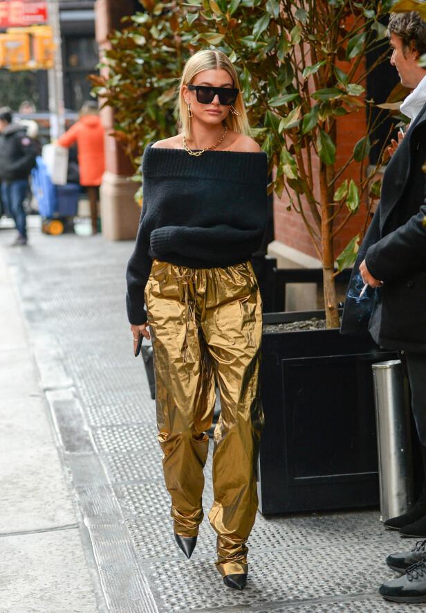 HAILEY BALDWIN: Buksene til modellen har fått mye oppmerksomhet i medier verden over. Foto: Scanpix