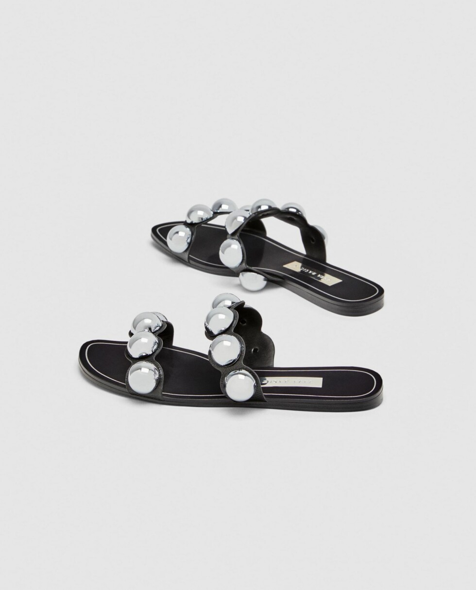 Sandaler fra Zara |399,-| https://www.zara.com/no/no/flat-sandal-med-metalldetaljer-p12608301.html?v1=5323160&v2=719531