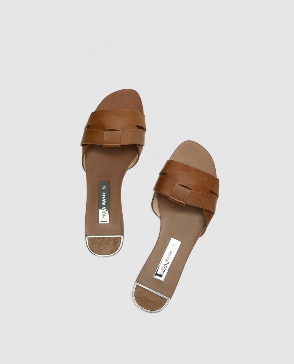 Sandaler fra Zara |299,-| https://www.zara.com/no/no/flat-skinnsandal-med-kryssremmer-p12638301.html?v1=5534101&v2=719531