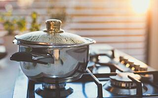 - Vi bør være forsiktig med å bruke varmt vann fra springen til matlaging