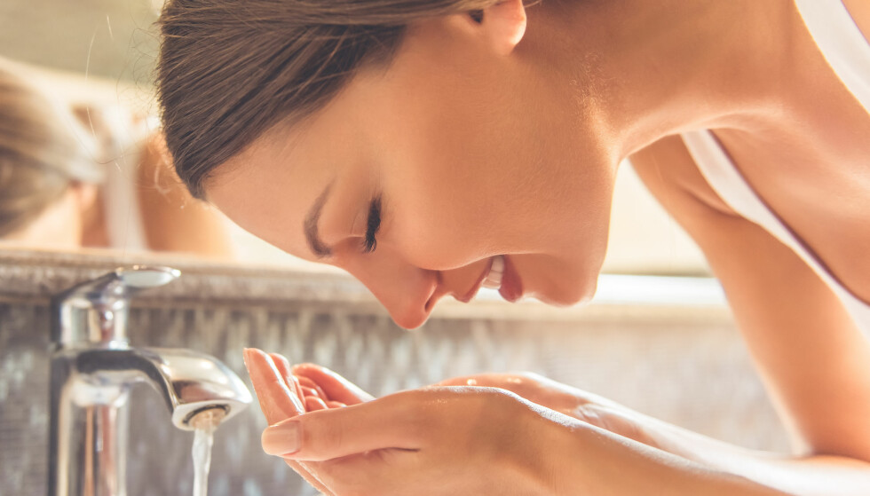 VASKE ANSIKTET: Hvor ofte bør du vaske ansiktet? Og hvilke produkter skal du bruke? FOTO: NTB scanpix