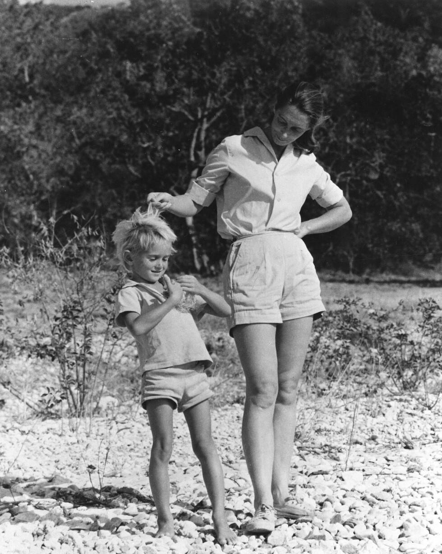 SØNNEN: I 1967 ble Jane Goodall og Hugo van Lawick foreldre til sønnen Hugo - som de kalte Grub. Foto: NTB Scanpix