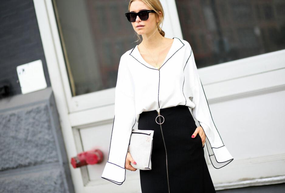 JOBBANTREKK: Så enkelt kan det gjøres! Både skjorten og skjørtet er forholdsvis enkle, men har kule detaljer som gjør at det skiller seg ut. FOTO: NTB Scanpix